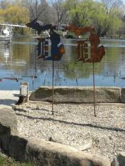 D-in-MI-garden-stake---rust