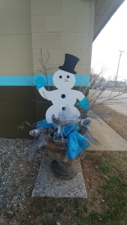 snowman-yard-stake-at-Salon-22-close-up