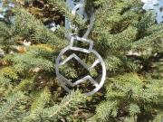 Xmas-Ornament---bulb-in-tree