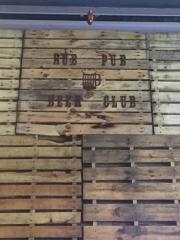 Rub-Pub-BBQ-Mug-Club-signage